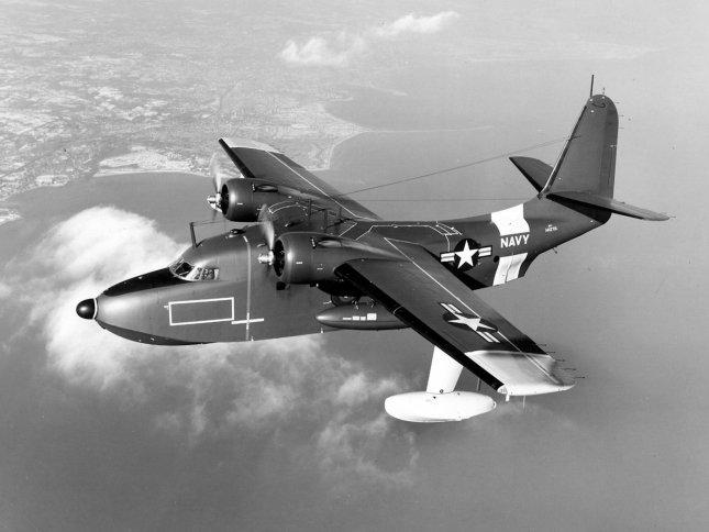 Grumman_UF-1_Albatross_USN_in_flight_1950s